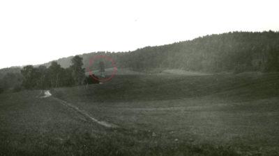 Gräshagen i slutet av 1920-talet. I den röda cirkeln ligger Domarehögen bevuxen med några björkar.