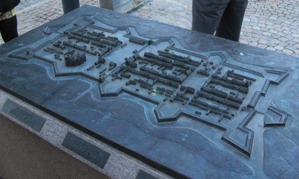 Bronsmodell av fästningsstaden Kristianstad