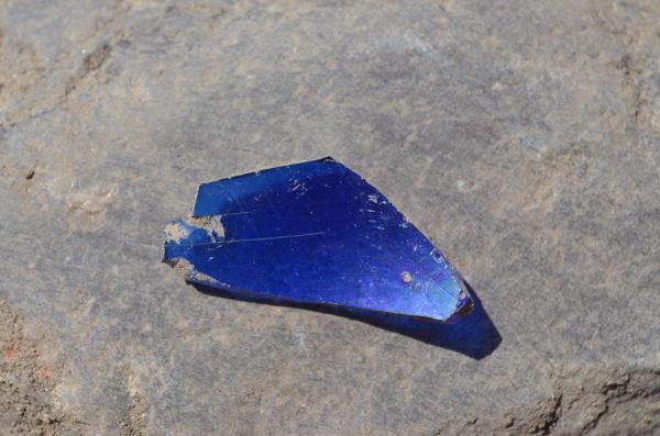 Skärva av blått glas, möjligen av tyskt eller italienskt ursprung