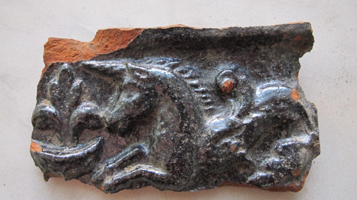 Enhörningen med fiskstjärt, ett populärt motiv på prästgårdens kakelugnar
