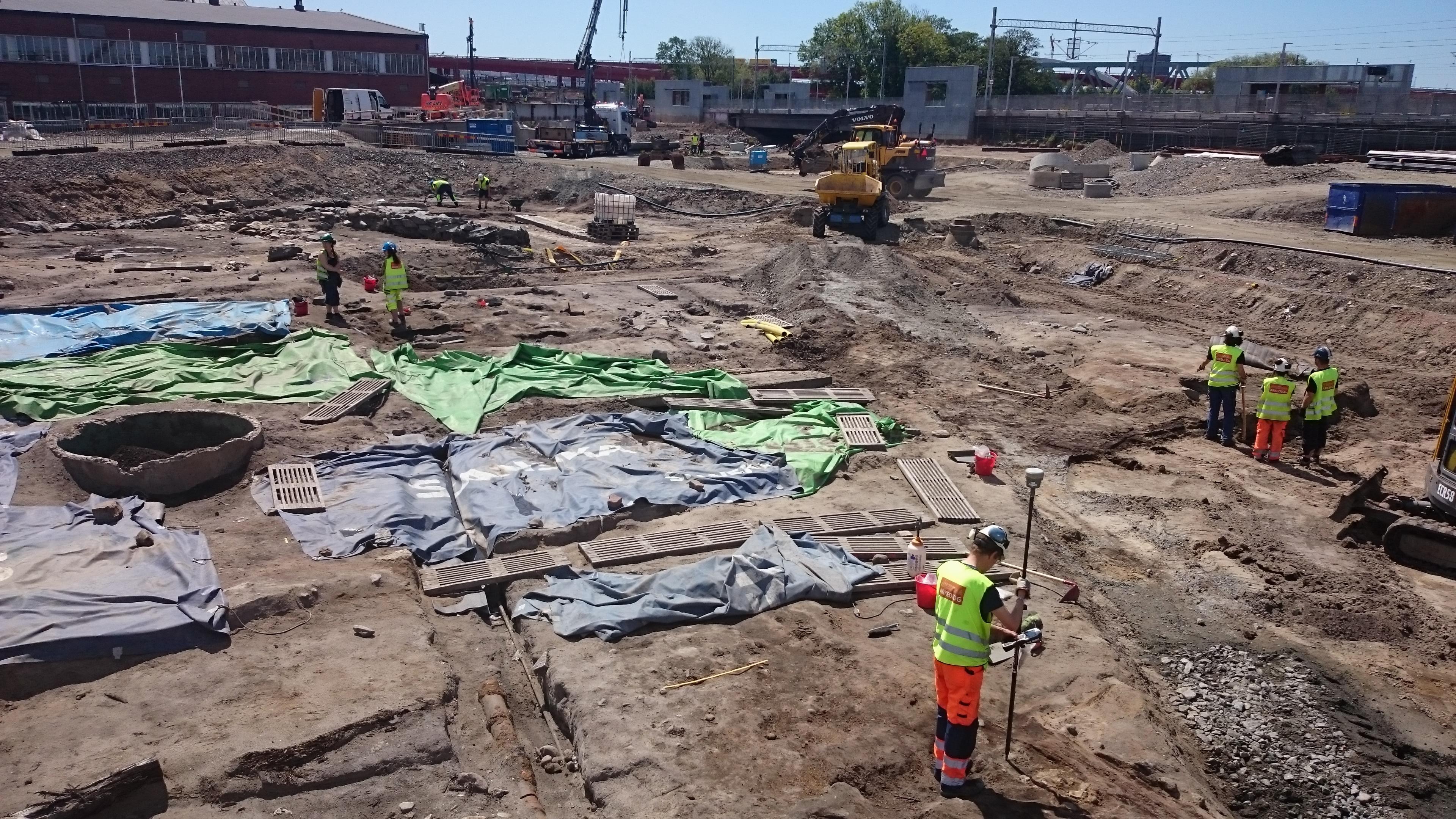 Nya Lödöse - det centrala utgrävningsfältet sommaren 2015. En blandning av stadsgårdstomter, gator och kålgårdar nära Säveån.