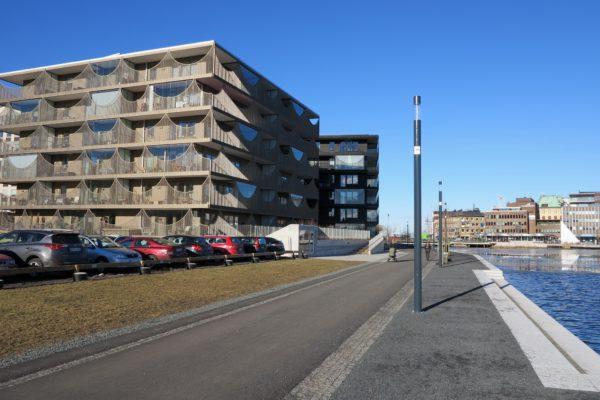 Slottskajen i februari 2016 med renoverad stenskoning och en ny gång- och cykelväg.