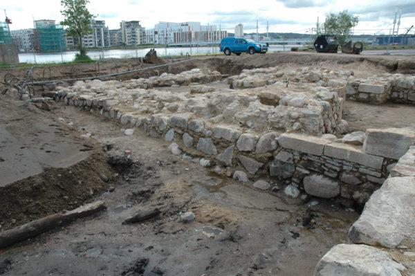 Framgrävda murar från Bastion Carolus norra flank.