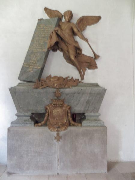Gravmonumentet över Gabriel von Seth i Byarums kyrka.