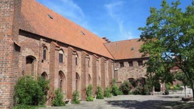 Bild på klostrets längdsida.