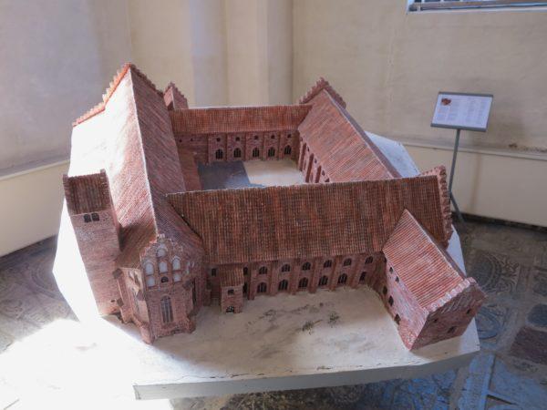 Modell av Ystads kloster.