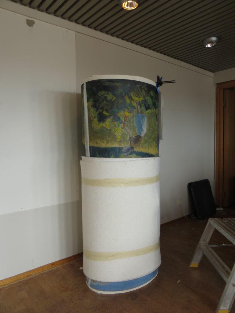 Målningen har rullats inför transport