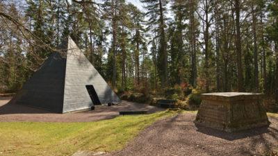 Foto av en pyramid i Aneby