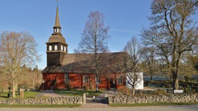 Vireda kyrka sedd från söder.