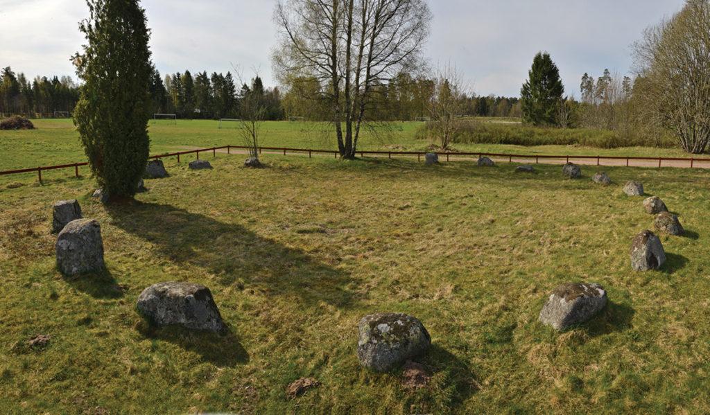 En av domarringarna i domarringsgravfältet, Smålandsstenar.