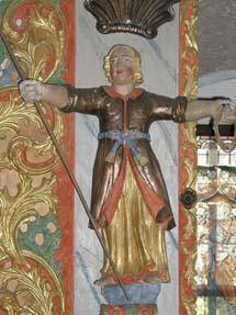 En staty från en kyrka.