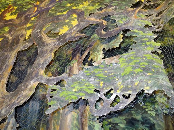 Målade trädkulisser. Bladet är målade i gröna färger.