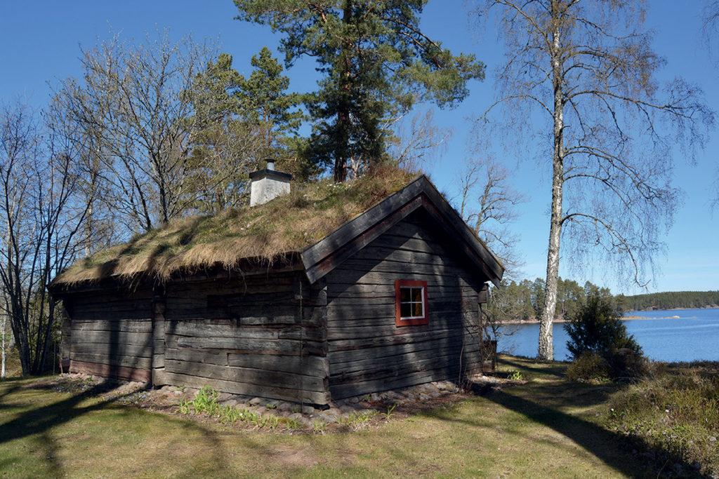 Enkelstugan från Näsa i Asby socken.