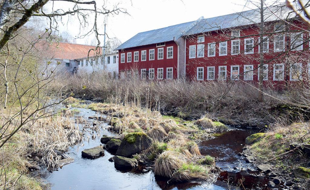 Den gamla stolfabriken ligger vid Linneån.