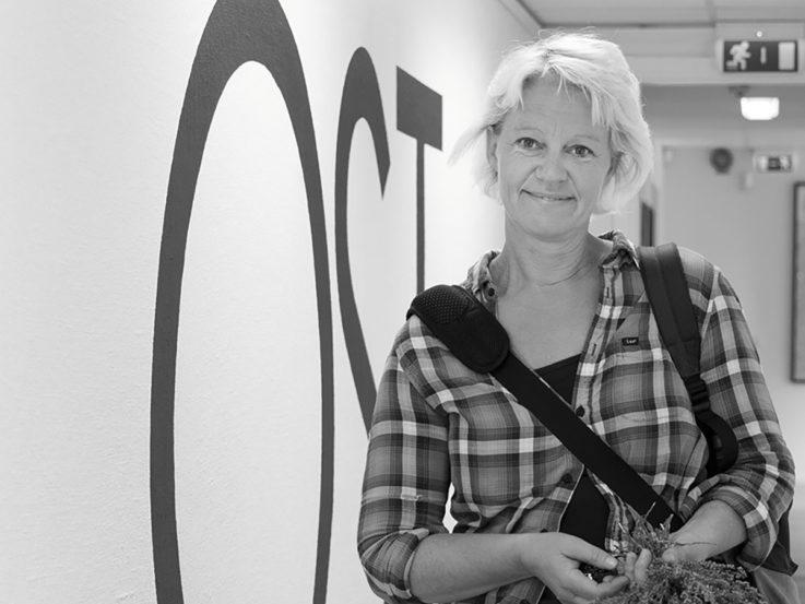 Svartvit bild på Anna Ödeen.