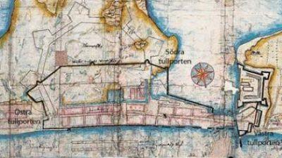 En gammal karta som är brun, turkos och beige.
