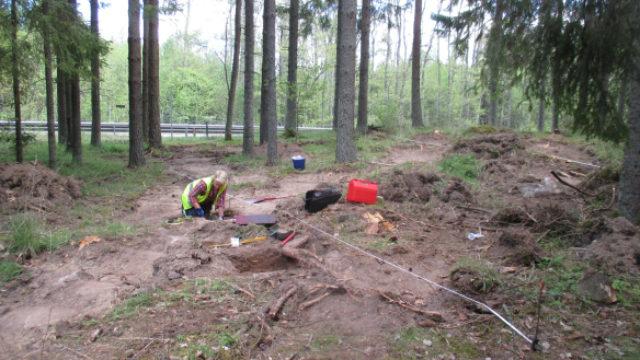 Arkeolog som gräver