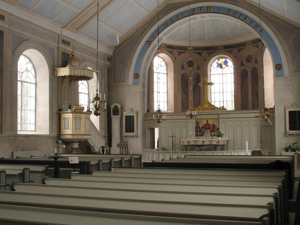 Kyrkorim med marmorerade väggar.