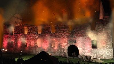 Slottsbranden, eld, lågor, rök och gnistor mot nattsvart himmel.