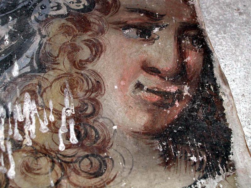 Porträtt av kvinna med stora lockar