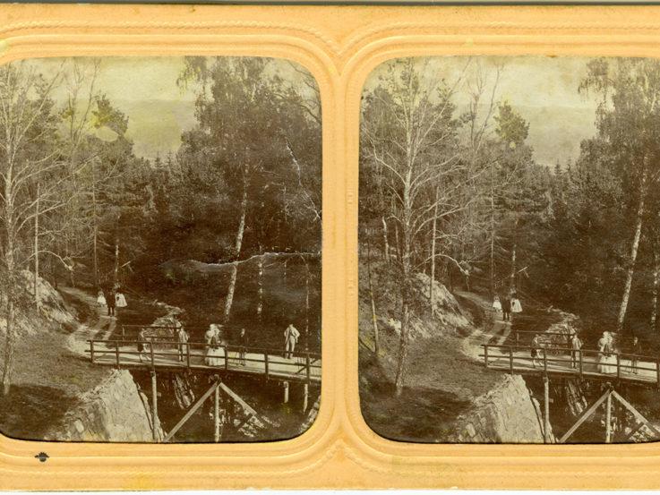 Två äldre svartvita bilder av Bron över dalgången nedanför Jönköpings vattenlednings stora reservoar i Mariebo.
