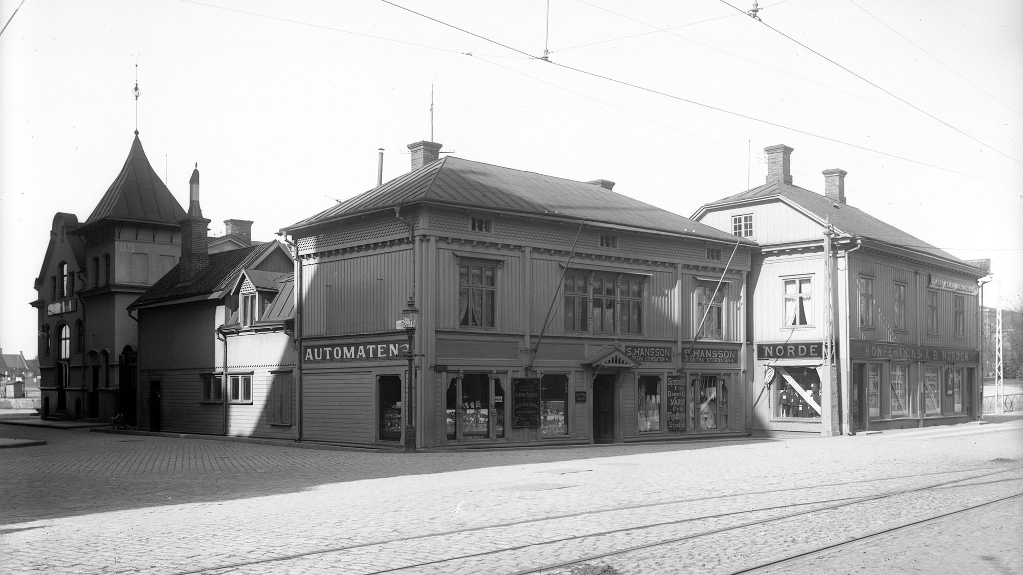 Kvarteret Arken - en svartvit arkivbild på byggnader