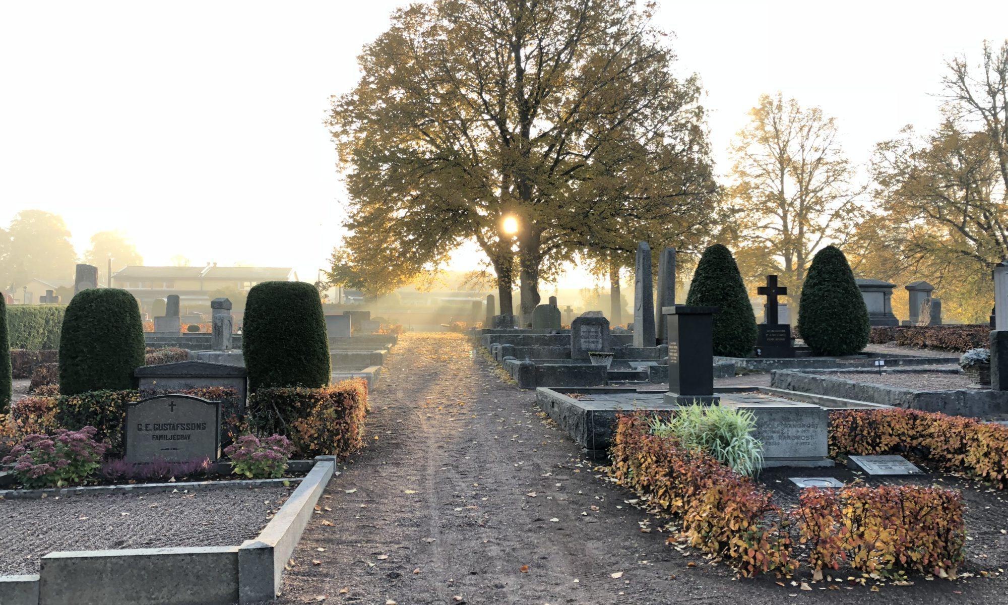 Grusgravar på St Lars kyrkogård i Eksjö.