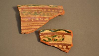 Krukskärvor av keramik